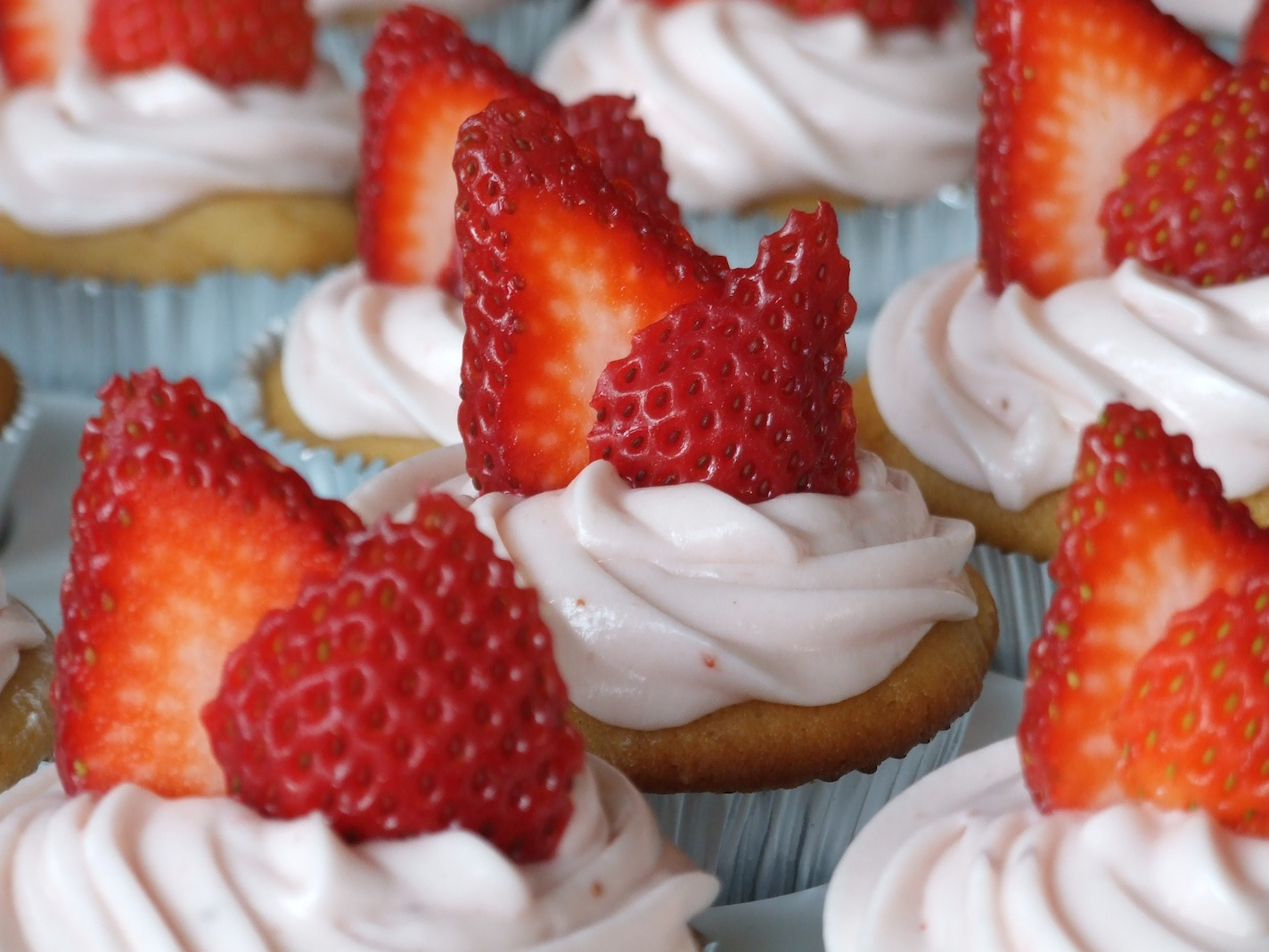 Strawberry Cupcakes with Strawberry Cream Cheese Frosting | Someone ...